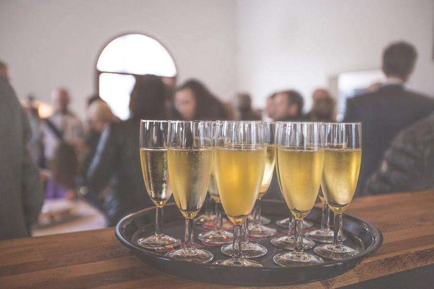 飲み会の挨拶の順番と乾杯の挨拶の仕方|上手な締めの挨拶は?のサムネイル画像