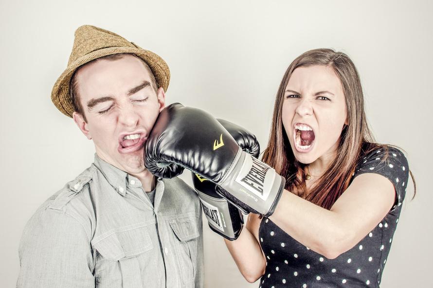 口答えする部下・社員の対処法|よく口答えする人の性格・特徴・心理のサムネイル画像