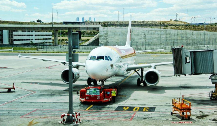 航空整備士の仕事内容・年収|航空整備士になるには(大学/資格)のサムネイル画像