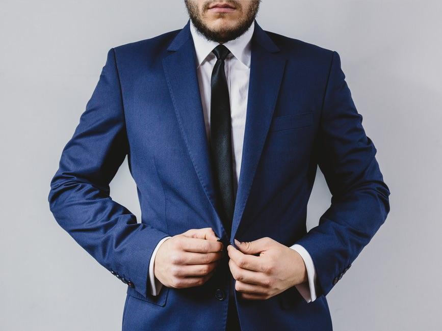 男女別礼服とスーツの違い|葬式の際の礼服とスーツとインナーのサムネイル画像
