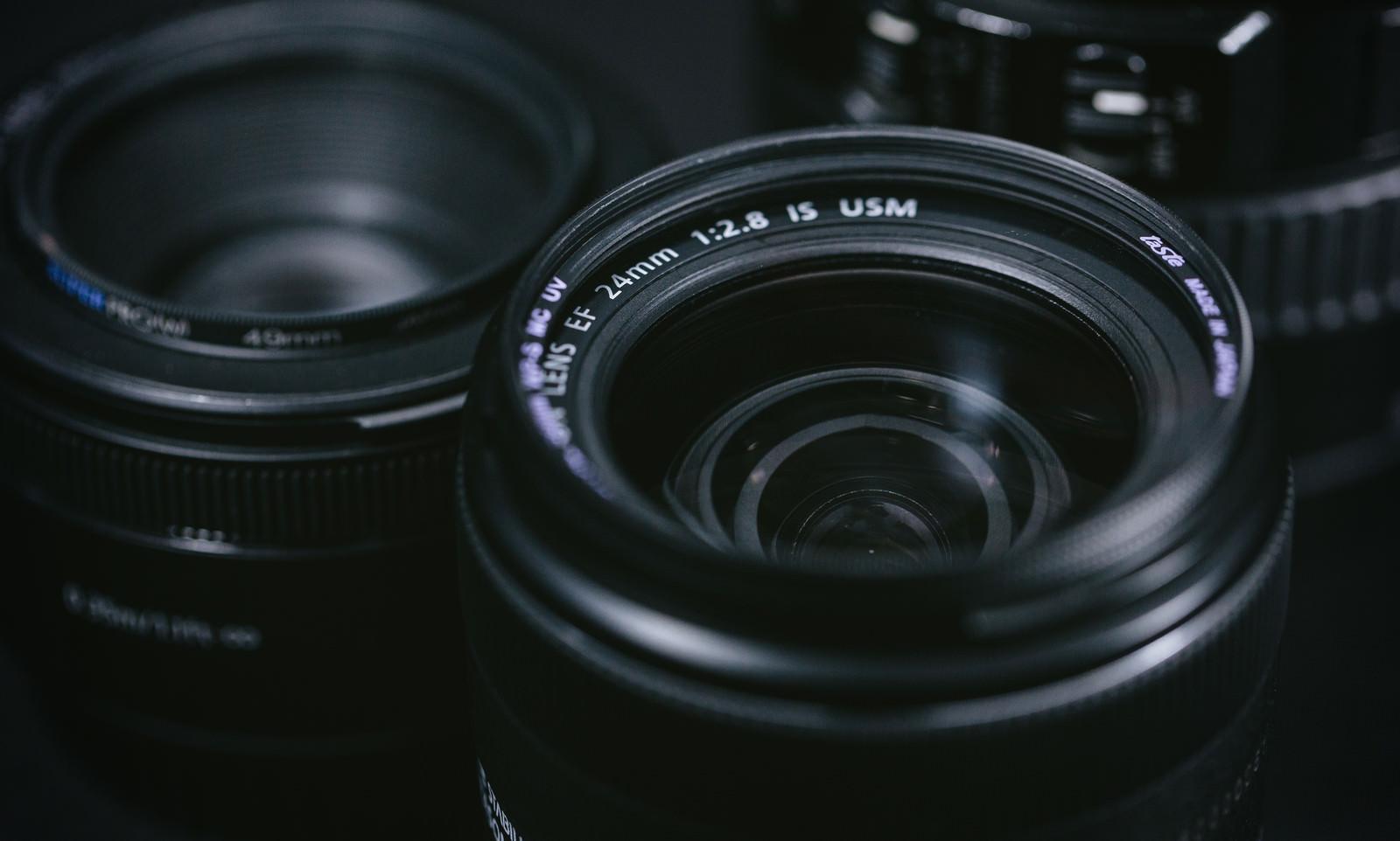 フリーランスカメラマンの年収と料金相場|確定申告と請求書作成のサムネイル画像