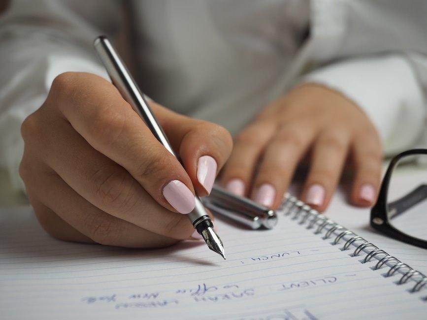 履歴書を書く時はボールペン?万年筆? 万年筆で書く場合の注意点のサムネイル画像
