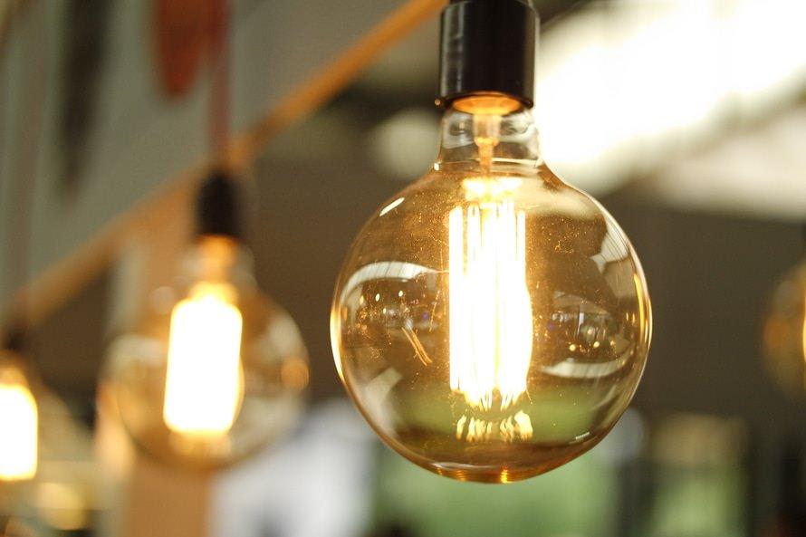 電気工事の仕事内容|志望動機の書き方・例文(未経験/新卒など)のサムネイル画像