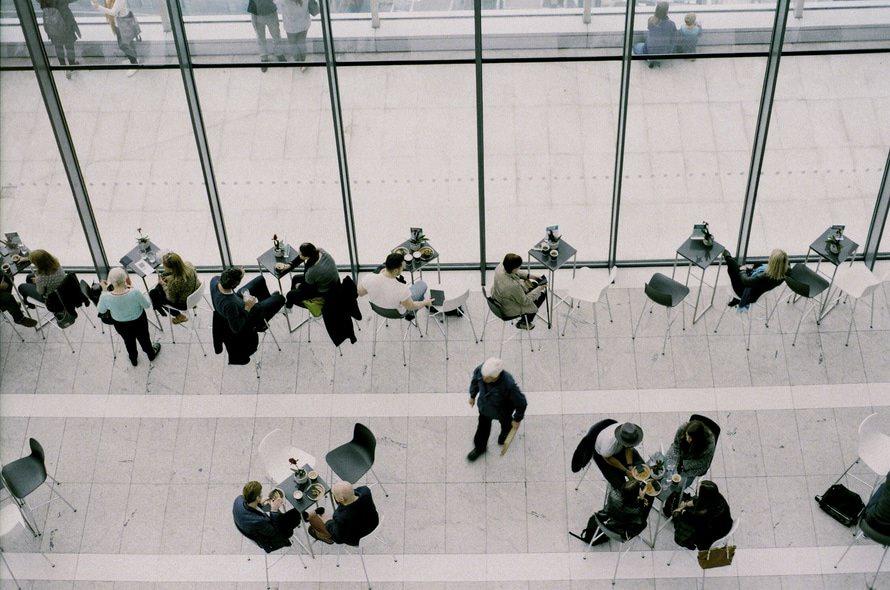 保険営業の仕事内容・平均年収とは?|保険営業を辞めたくなる理由のサムネイル画像