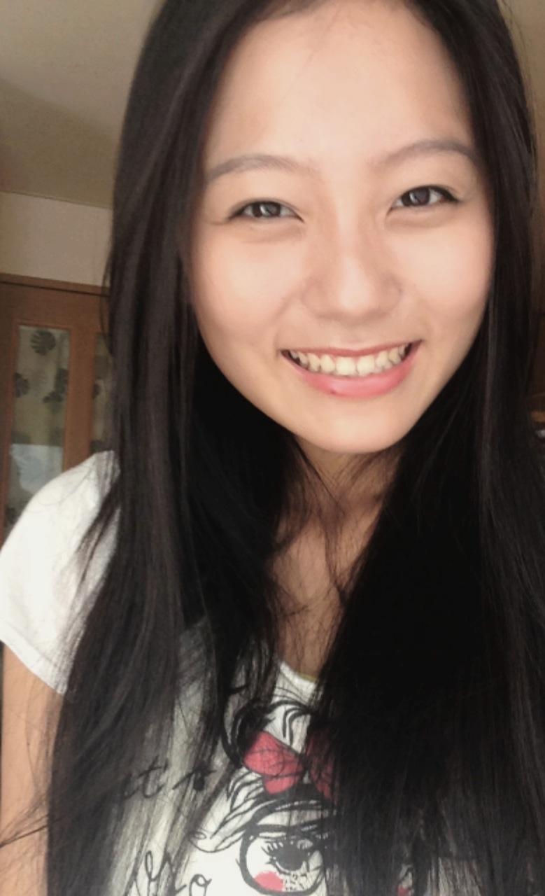 弾けるような笑顔の工藤綾乃