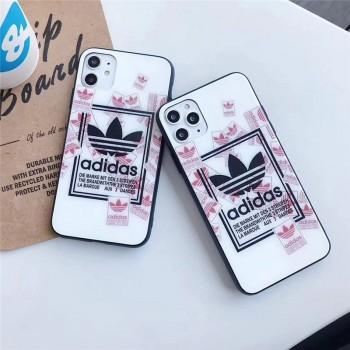 アディダスiPhoneケースのご紹介♪カップルに大変おすすめの人気デザイン!