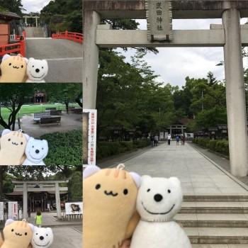 クマ散歩:武田神社に品行方正なクマ出没