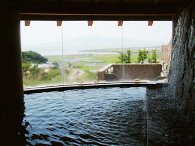 熊本県玉名市の温浴施設「草枕温泉 てんすい」
