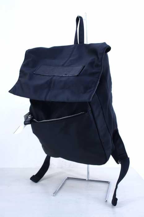 Ysaccs(イザック) ロゴ刻印レザーパッチ装飾 ナイロンリュック レディース バッグ