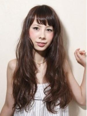 心地よい上質な可愛らしさが生まれる前髪×ヌーディーウェーブ!