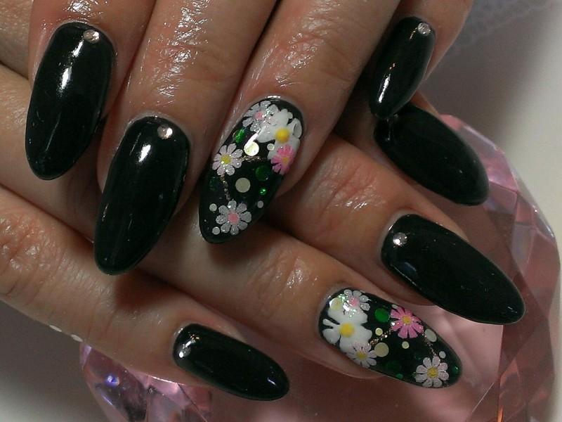 ブラックカラーネイル×かわいいお花アート