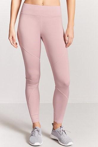 912aa4583515da おしゃれでファッションセンスが高いと女性から人気を集めるFOREVER21。スポーツ向けのウェアも販売しています。価格帯は1,000~3,000円程度。