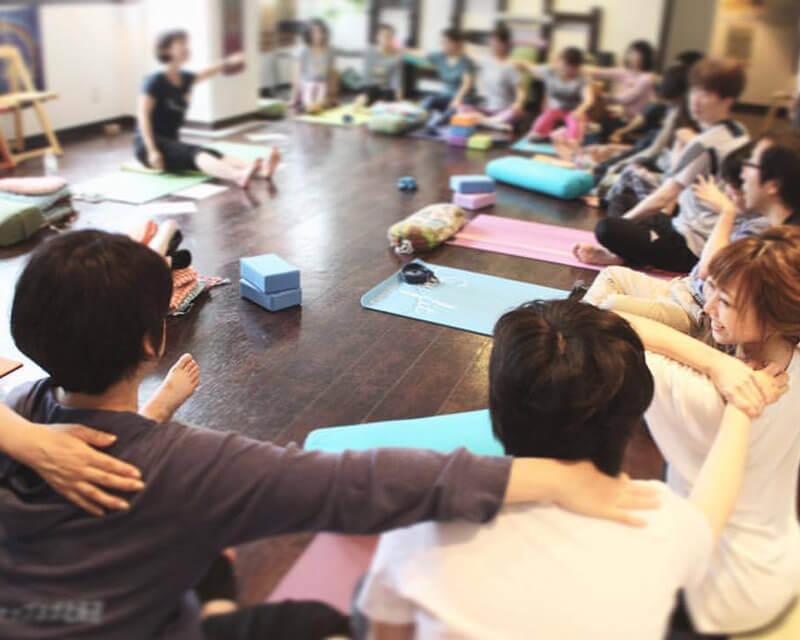 Yoga shala sapporo(ヨガシャラ)レッスン風景