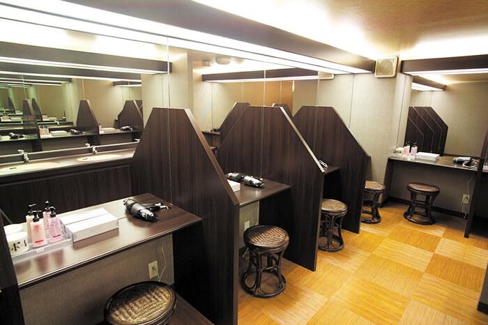 ホットヨガスタジオLOIVE(ロイブ)富山店のパウダールーム風景
