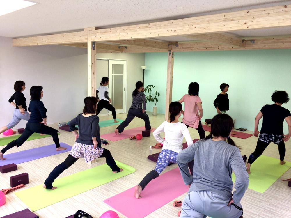 OTARU YOGASTUDIO yuju (オタル ヨガスタジオ ユジュ)のレッスン風景