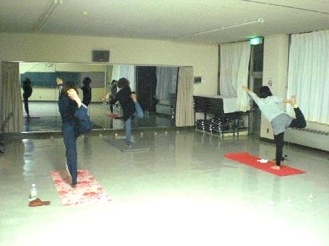 ヨガクラブ (小樽市勤労青少年ホームクラブ活動)のレッスン風景2