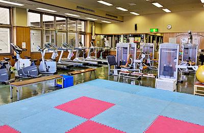 東海市民体育館のトレーニング室風景