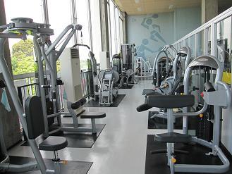 国府台市民体育館 トレーニング室の館内