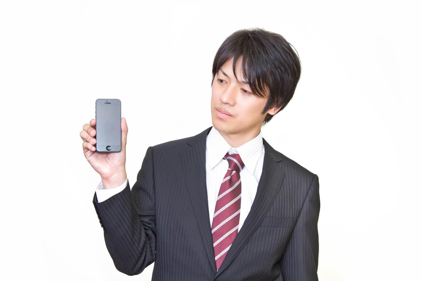 エックスモバイル(旧もしもシークス)の格安SIMを推奨する男性