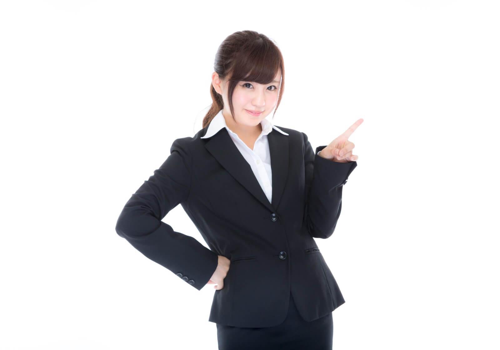 格安スマホのデータ通信量(パケット通信量)を節約するポイントを教える女性