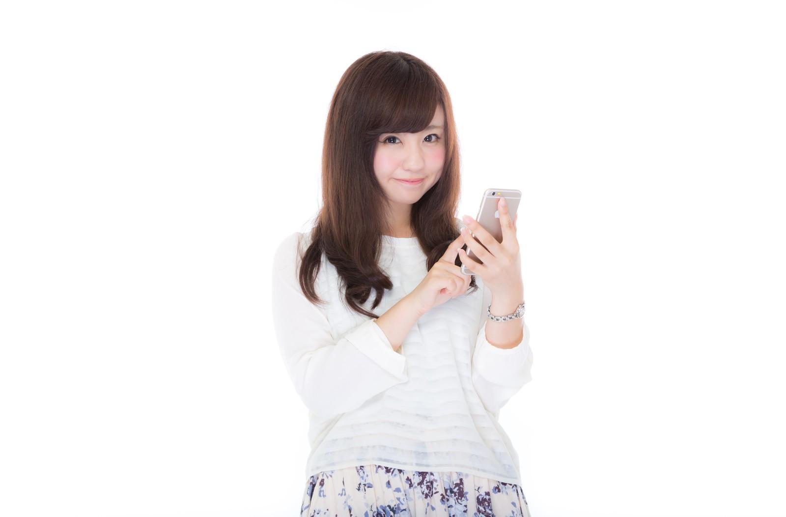 iPhone 7 SIMフリー版の購入をお勧めする女性