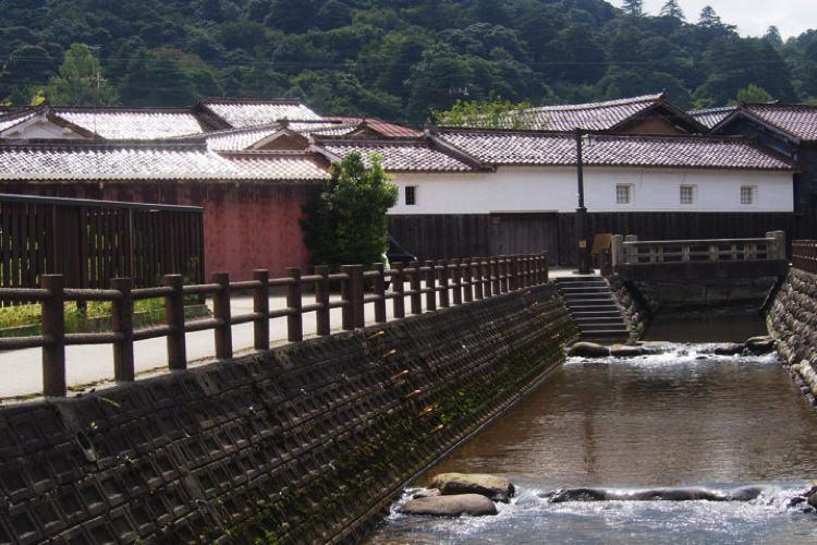 【鳥取で味わうレトロな街並み】倉吉白壁土蔵群の観光・グルメスポットをご紹介します!