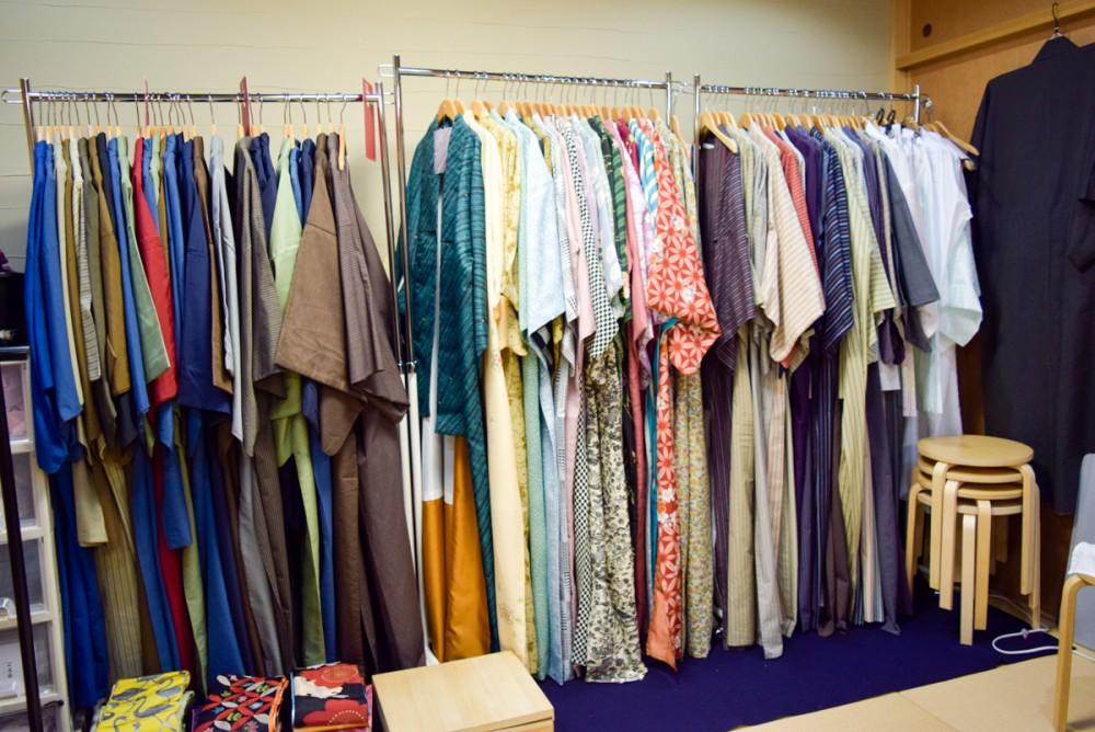 好みに合わせて、じっくりと着物を選ぶことができる