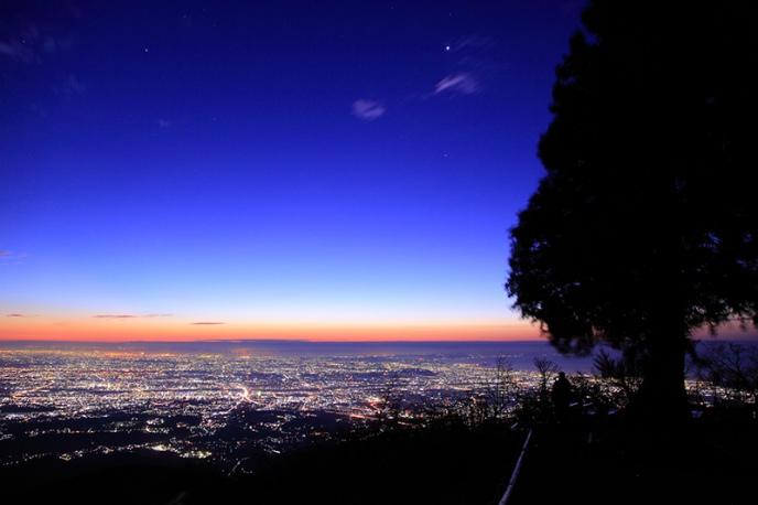 日本一の夜景が待っている「大山」のナイトハイクにでかけよう!【横浜・湘南】