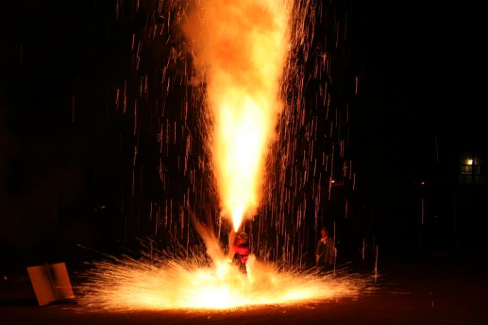 迫力満点!愛知県の東三河地域で続く、伝統の「手筒花火」って?