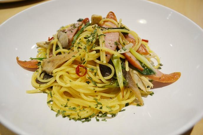 パスタ(小菅芳醇きのこのペペロンチーノ970円)などがある源流レストラン