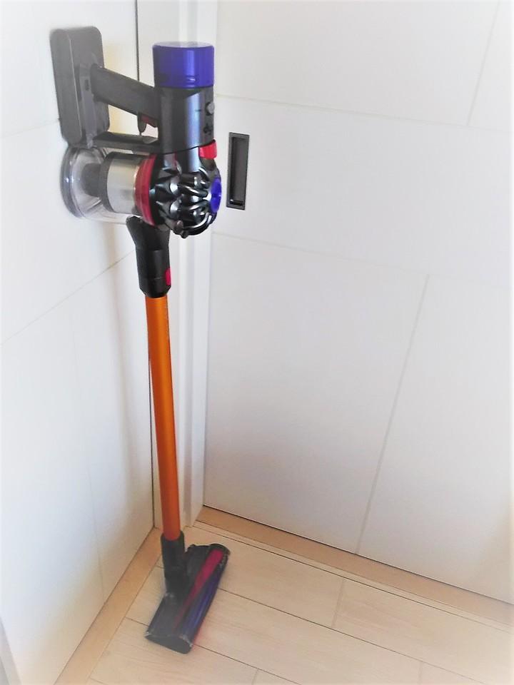 【購入者レビュー】Dyson V8 Fluffy SV10FF2はメイン掃除機