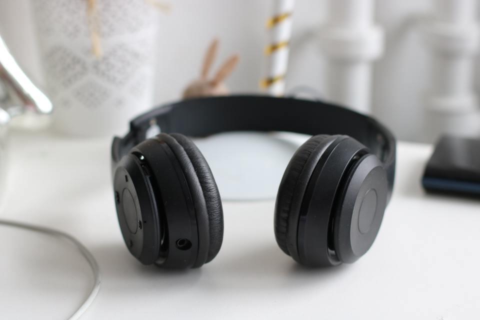 ヘッドホンの有線と無線で音質は違う?有線/無線 両方用ヘッドホンも