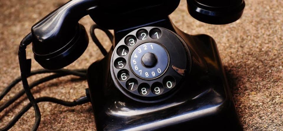 電源不要の電話機の仕組みは?おすすめの電源なしで動く電話機も紹介