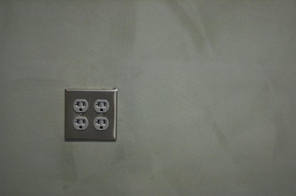 海外で延長コードは使える?おすすめの延長コードや変圧器の必要性も