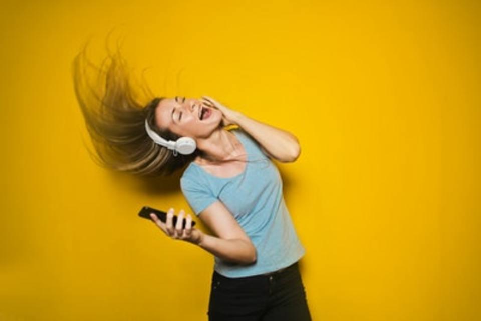 イヤホンの音漏れを確認する方法!音が漏れる原因と防止対策も解説