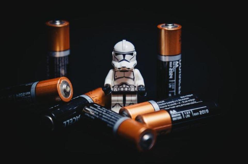 """""""電池""""の中身を徹底解説!何が入ってる?中身の仕組みは?危険なの?"""