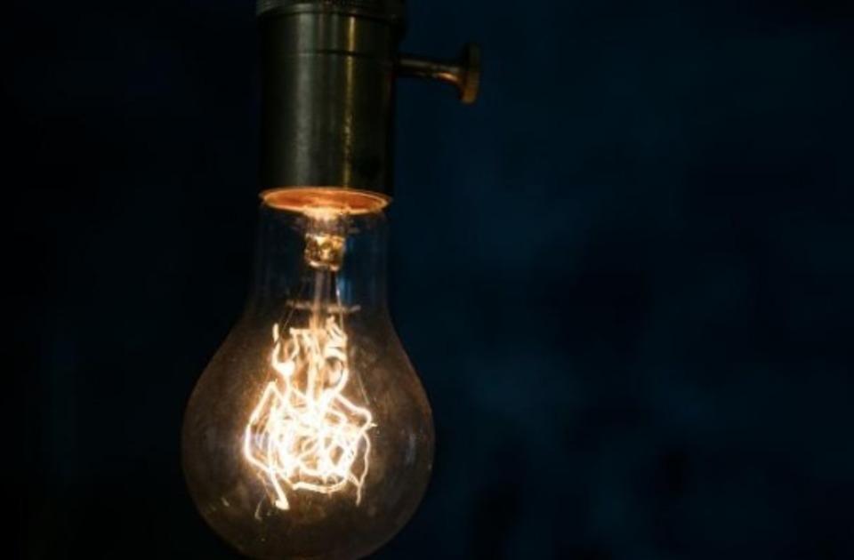 傾斜天井に取り付けられるおすすめの照明!工事費用やかかる時間は?