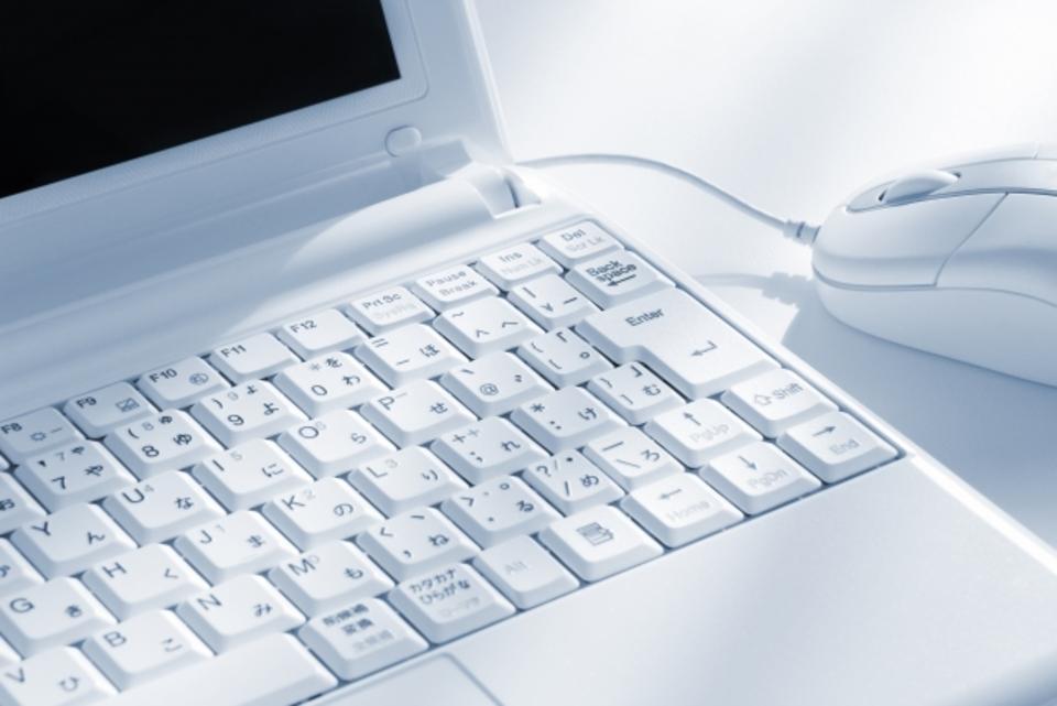 キーボードのキーやボタンの外し方を解説!掃除をする効果も紹介