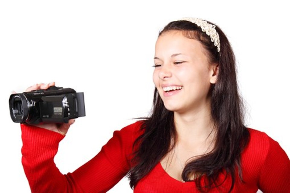 ビデオカメラで写真や静止画を切り出す方法!おすすめも商品も紹介!