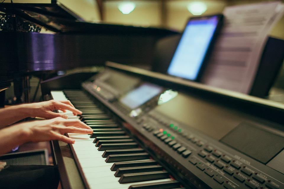 電子ピアノの寿命はどのくらい?寿命がきたピアノの処分方法も解説!