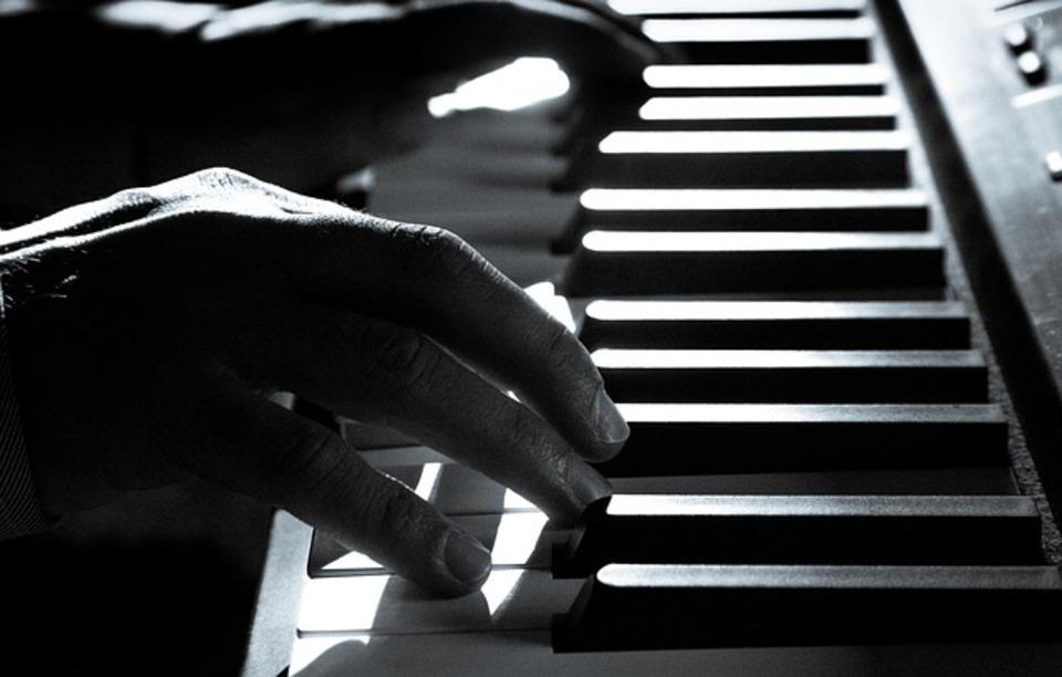 電子ピアノのペダルの意味や必要性を解説!効かない時の対処も