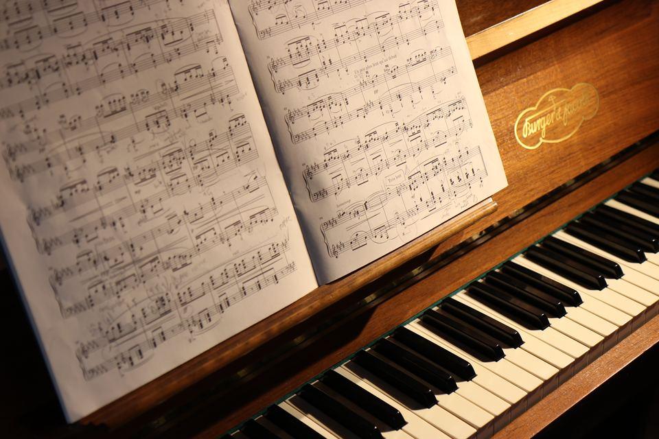 アコースティックピアノと電子ピアノの違いを解説!どっちがおすすめ?