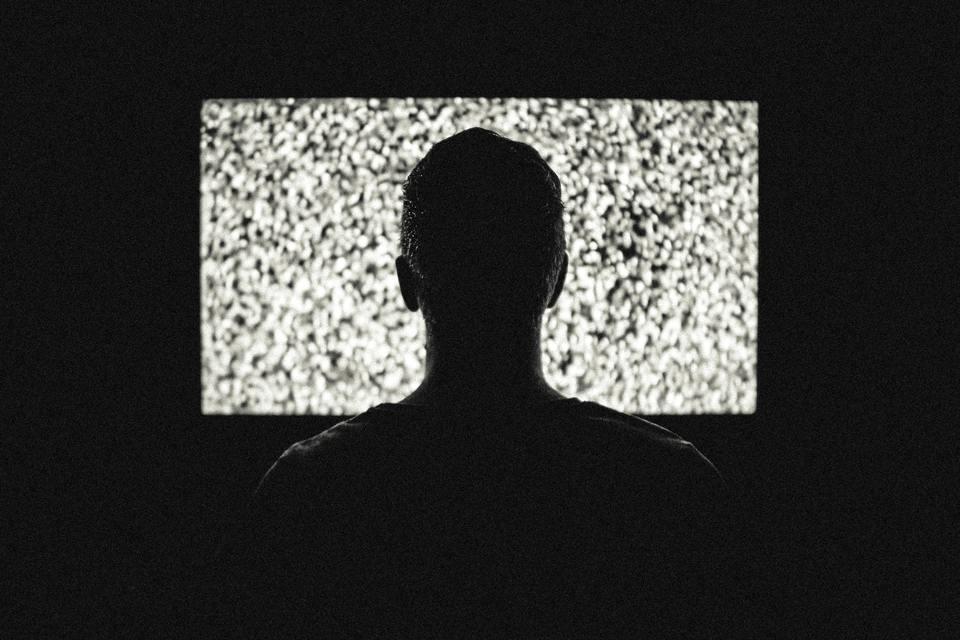 テレビのコンセントを抜くのをおすすめしない理由!故障にもつながる?