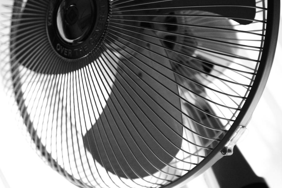 貴方はレトロ派?モダン派?おしゃれな扇風機をピックアップ!