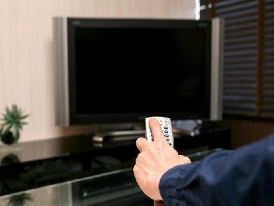 テレビの音がうるさい!テレビのせい?耳のせい?考えらる要因とは