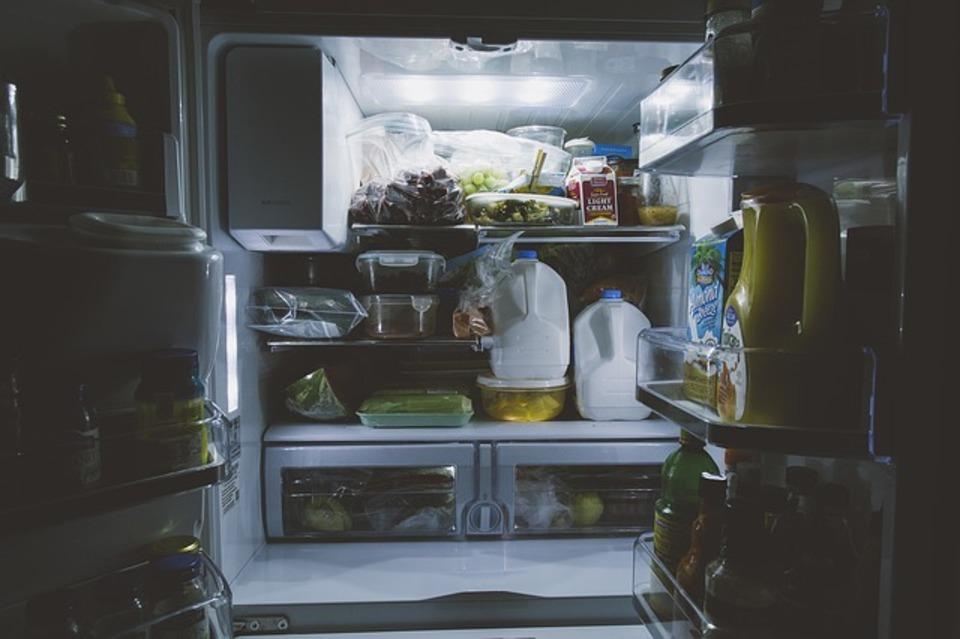 冷蔵庫が臭い!匂い消しに有効な方法を教えて!