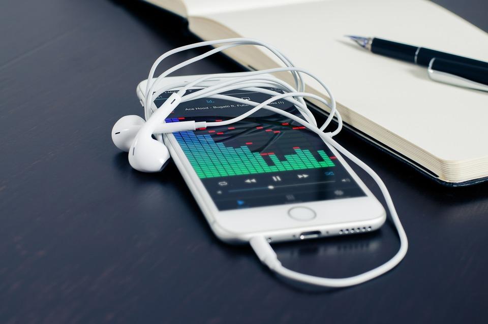 iPhone付属のイヤホンのマイクの使い方や機能を紹介!