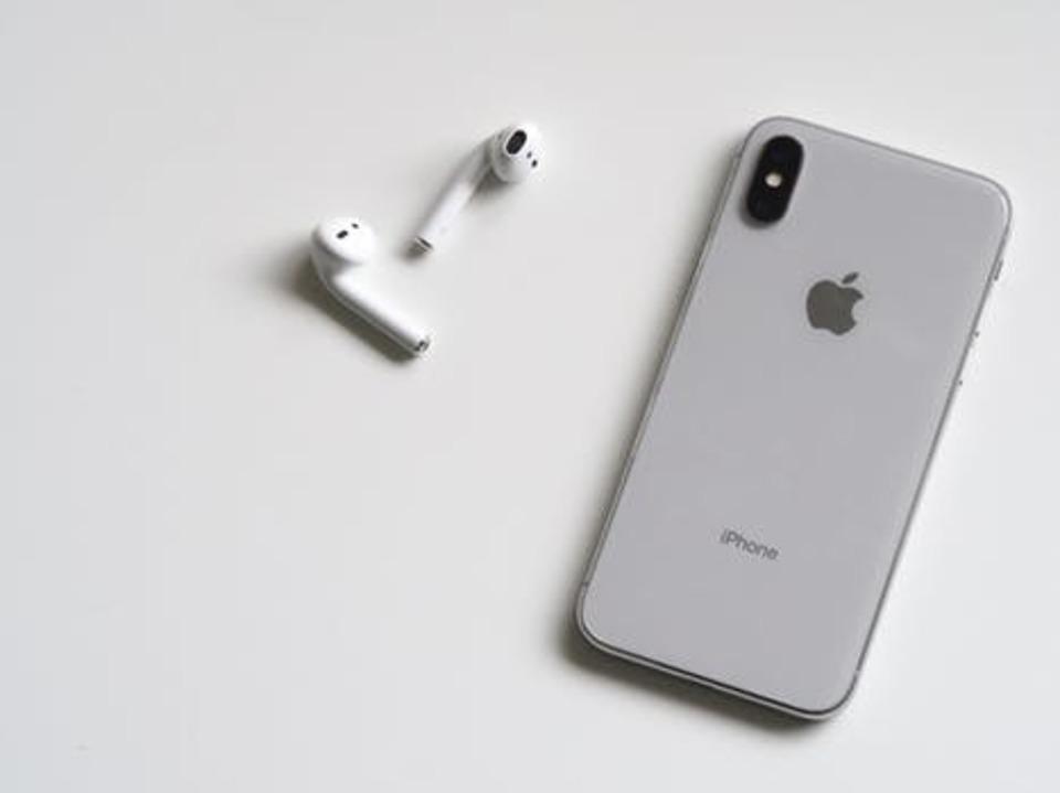 iPhoneにヘッドホンをさしていないのに音がしない⁉原因と対処法は?