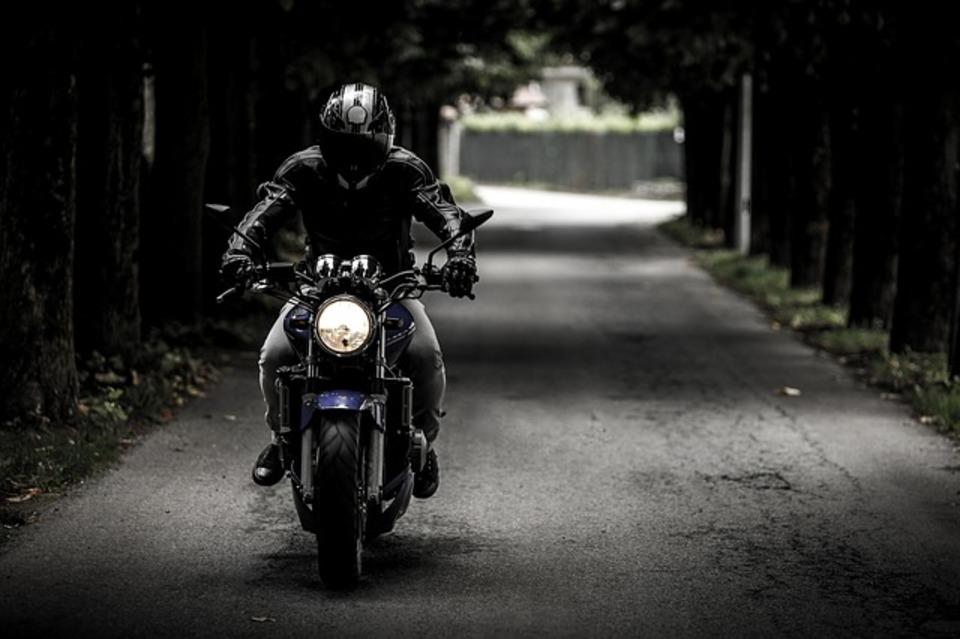 バイクを走行しながら音楽が楽しめる⁉ヘルメットスピーカーとは一体?
