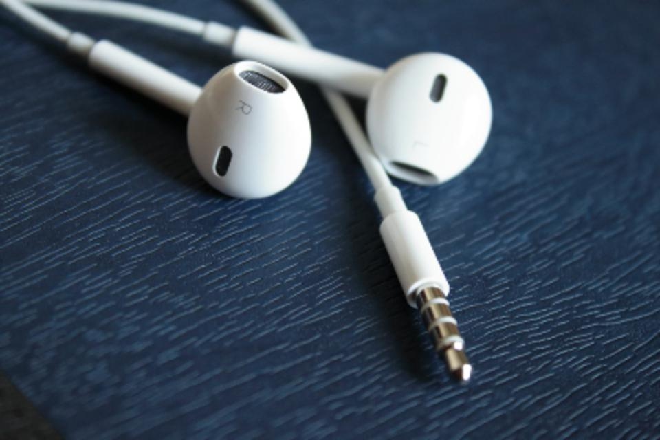 iPhoneヘッドホンから音が聞こえない?原因や対処法を教えて!